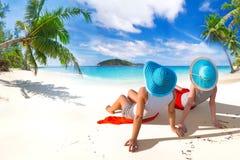 Праздники Солнця на тропическом пляже Стоковое фото RF