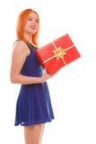 Праздники любят концепцию счастья - девушку с подарочной коробкой Стоковая Фотография RF