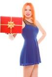 Праздники любят концепцию счастья - девушку с подарочной коробкой Стоковое Изображение RF