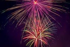 Праздник дисплея фейерверка 4-ого июля стоковое изображение rf