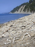 Праздник на пляже Камешек надпись от камней Стоковое Изображение