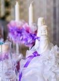 Праздник светом горящей свечи с шампанским Стоковые Изображения