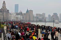 Праздник толпится толпа бунд в Шанхае, Китае Стоковые Фотографии RF