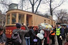 Праздник 2016 трамвая Москвы Tram a Люди принимают фото их Стоковые Изображения RF