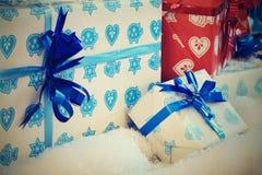 праздник украшения принципиальной схемы рождества цветастый орнаментирует сезонное традиционное белизна подарка рождества коробки Стоковое Фото