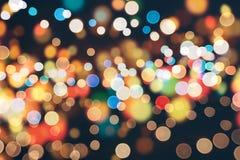 Праздничная предпосылка с естественным bokeh и яркими золотыми светами Винтажная волшебная предпосылка с цветом Стоковые Изображения RF