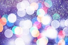 Праздничная предпосылка с естественным bokeh и яркими золотыми светами Винтажная волшебная предпосылка с цветом Стоковое фото RF