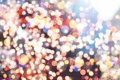 Праздничная предпосылка с естественным bokeh и яркими золотыми светами Винтажная волшебная предпосылка с цветом Стоковая Фотография RF