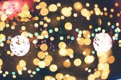 Праздничная предпосылка с естественным bokeh и яркими золотыми светами Винтажная волшебная предпосылка с цветом Стоковое Фото