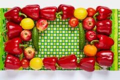 Праздничная рамка от овощей и плодоовощ на зеленом полотенце Стоковая Фотография RF