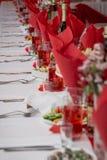 Праздничная сервировка стола на предпосылке комнаты Стоковая Фотография