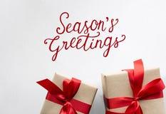 Праздничные подарки приветствиям сезонов приветственных восклицаний Стоковые Изображения