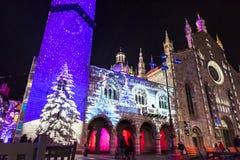 Праздничные украшения рождества на фасадах зданий в Como, I Стоковая Фотография