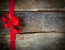 Праздничный красный смычок для рождественской открытки Стоковое Фото