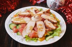 Праздничный салат с цыпленком и грейпфрутом Стоковые Фото