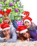 празднующ семью рождества счастливую стоковые изображения rf