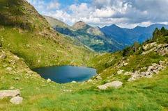 Праймер Estany Озера Tristaina (Estanis de Tristaina) andy стоковое изображение