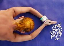 Практика йоги. Съемка женщины meditating от выше Стоковое фото RF