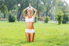 Практика йоги стоковые изображения rf