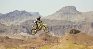 Практики гонщика Motocross на парке САРЫ Стоковое Изображение RF