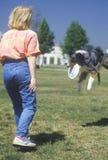 Практиковать женщины и собаки Стоковая Фотография