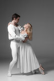 Практиковать 2 молодой артистов балета привлекательностей стоковое изображение