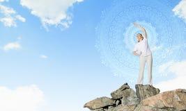 практикуя йога индюка лета Стоковая Фотография RF