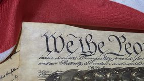 преамбула Биля о правах 4k Соединенных Штатов к конституции и американскому флагу сток-видео