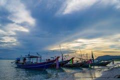Пребывание рыбацких лодок на пляже стоковая фотография rf