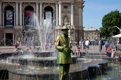 Пребывание человека, который замерли как скульптура в историческом центре Львова Стоковые Изображения RF