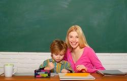 Превращаться и воспитание Детский сад и развитие школы Превращаясь таланты и навыки Уход за детьми и превращаться стоковое изображение