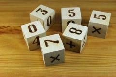 преграждает числа деревянные стоковая фотография rf