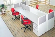 предводительствует комплект красного цвета офиса столов кабины Стоковые Изображения