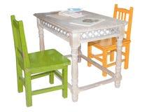 предводительствует таблицу 2 мебели детей славную стоковые изображения