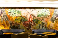 предводительствует whit таблицы соф лобби гостиницы стоковое фото rf