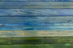 Предкрылки древесины покрашенные в цветах стоковые фото