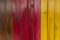 Предкрылки древесины покрашенные в цветах стоковые изображения rf