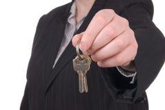 предлагать ключей коммерсантки Стоковая Фотография