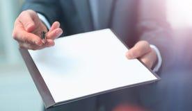 Предложения агента для подписания нового контракта стоковые фото