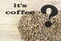 предмет кофе фасолей изолированный сердцем в середине чашка пуста Надпись кофе, или кофе Стоковые Фото