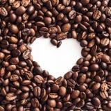 предмет кофе фасолей изолированный сердцем стоковая фотография rf