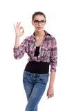 Предназначенная для подростков девушка показывая о'кеы Стоковые Изображения RF