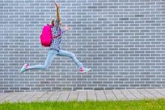 Предназначенная для подростков задняя часть девушки в школу стоковая фотография rf