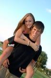 предназначенное для подростков пар счастливое стоковое изображение rf