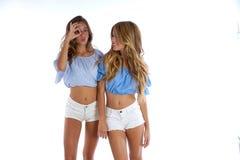 Предназначенные для подростков девушки лучших другов счастливые совместно Стоковая Фотография RF