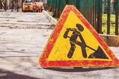 Предосторежение, дорожные работы под путем стоковые изображения rf