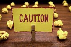 Предосторежение текста сочинительства слова Концепция дела для позабоченный для избежания предохранения предупредительного знака  стоковая фотография