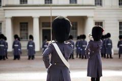 предохранители grenadier greatcoat нося зиму Стоковая Фотография