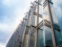 Предпосылка абстрактного здания внешняя отсутствие космоса людей для взгляда низкого угла текста внешнего стоковая фотография