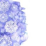 Предпосылка акварели сирени с белыми снежинками Стоковое Изображение RF